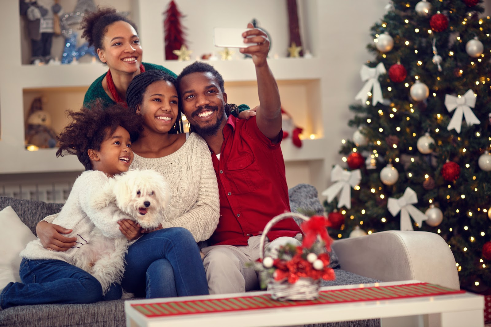 Online Christmas Cards: Family taking a group photo