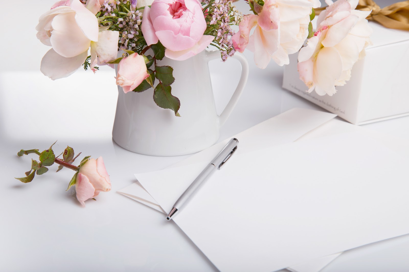 DIY Wedding Invitations: Flowers and paper