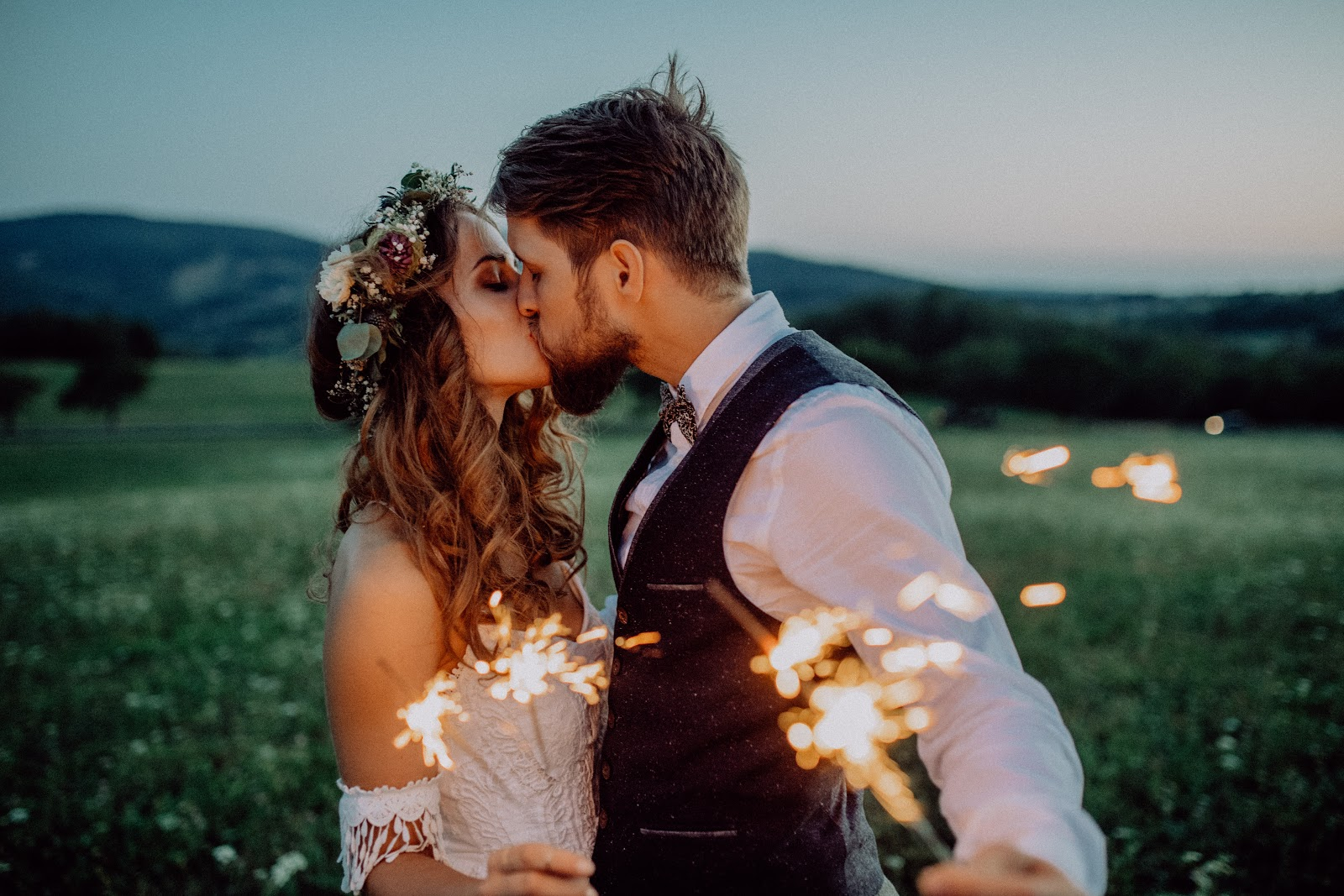 DIY Wedding Invitation: Couple kissing
