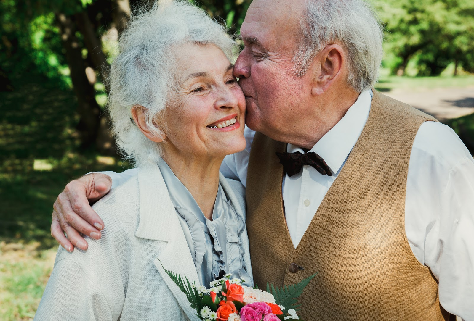 50th wedding anniversary invitations: Old couple kissing