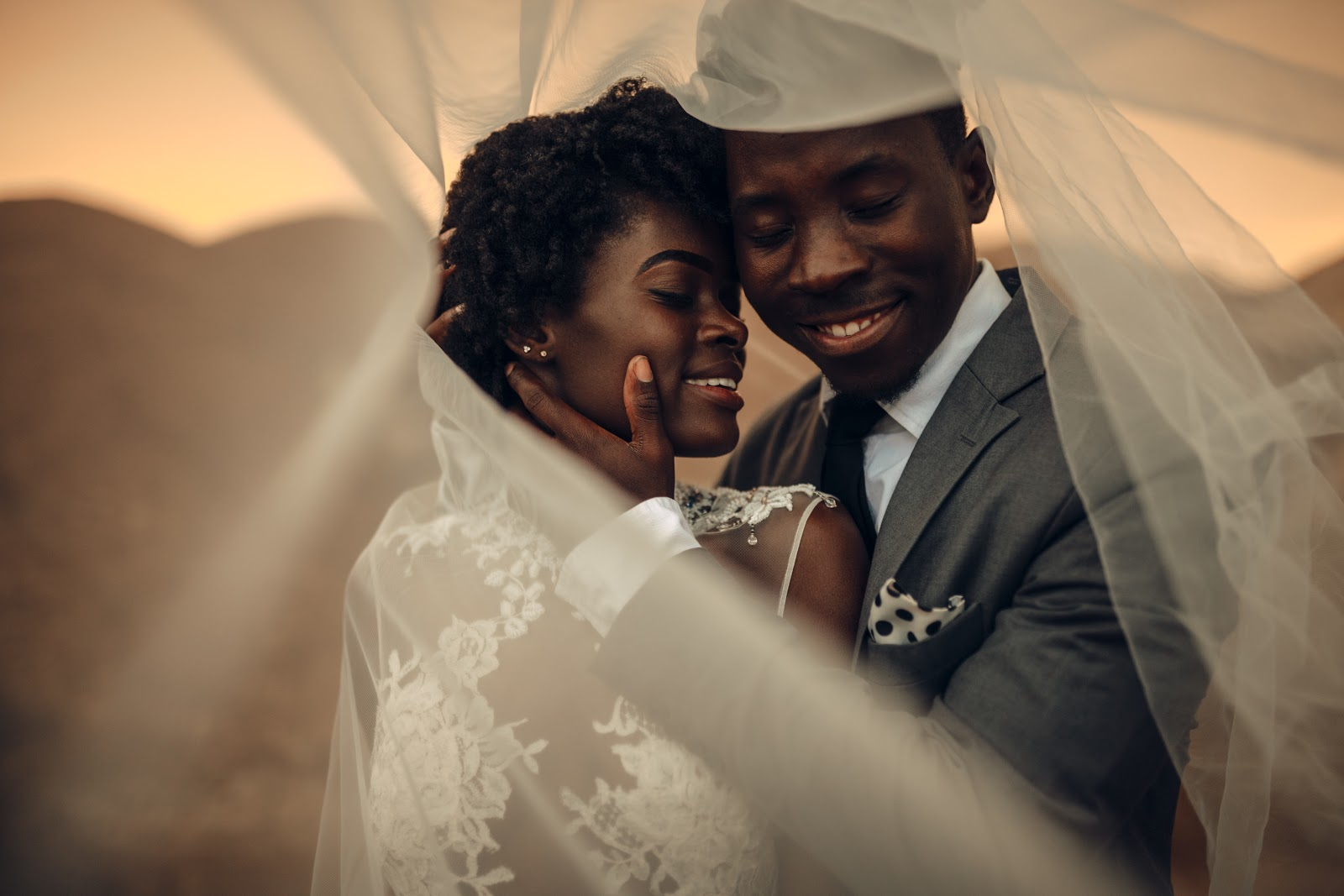 DIY Wedding Invitations: Gorgeous couple