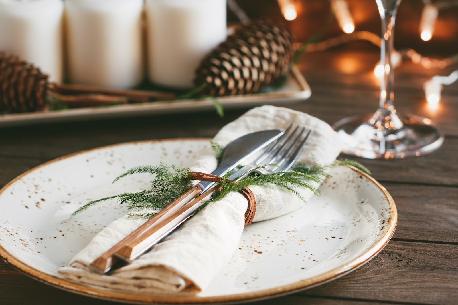Natural Thanksgiving decoration ideas for napkin rings.