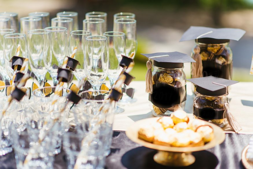 Graduation party ideas: festive favors, straws, and drink glasses