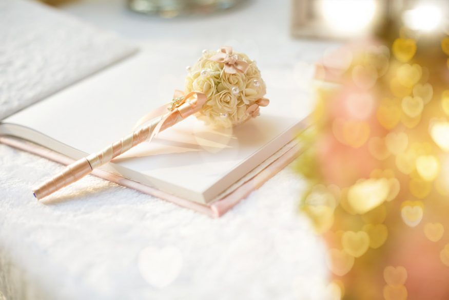 10 Wedding Guest Book Ideas That Are More Creative Than Paper