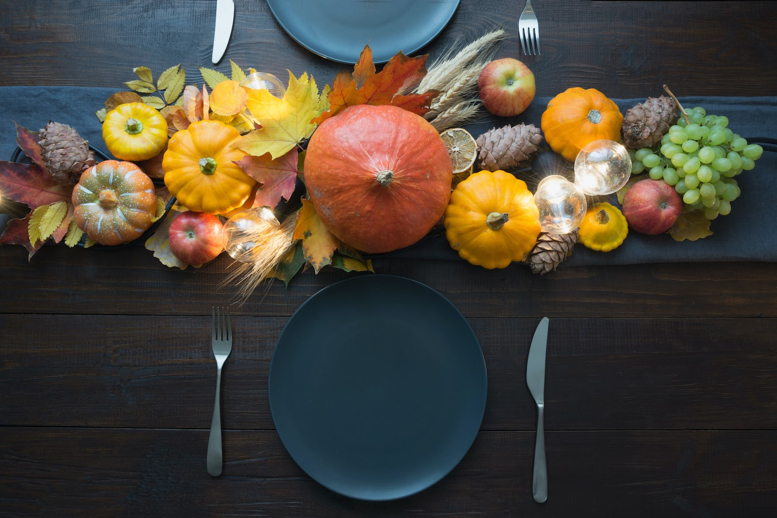 Natural Thanksgiving decoration ideas for tablescapes.