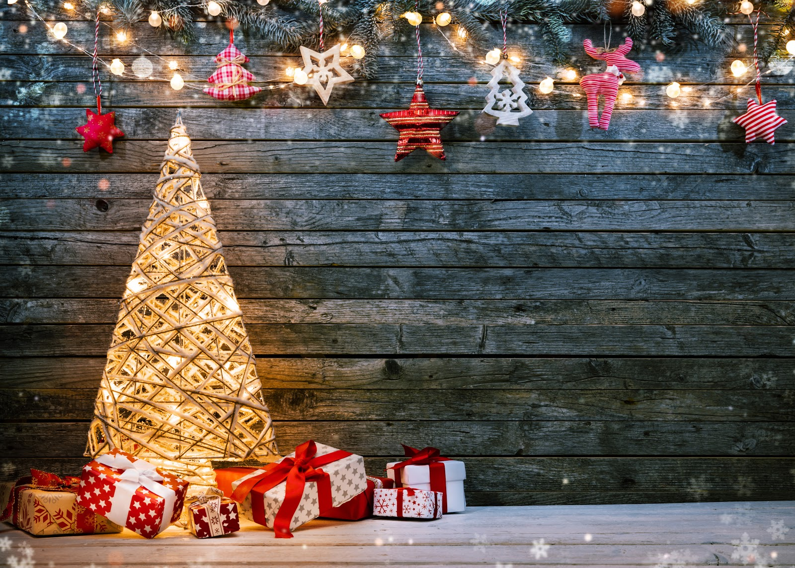 Online Christmas Cards: Christmas tree with presents
