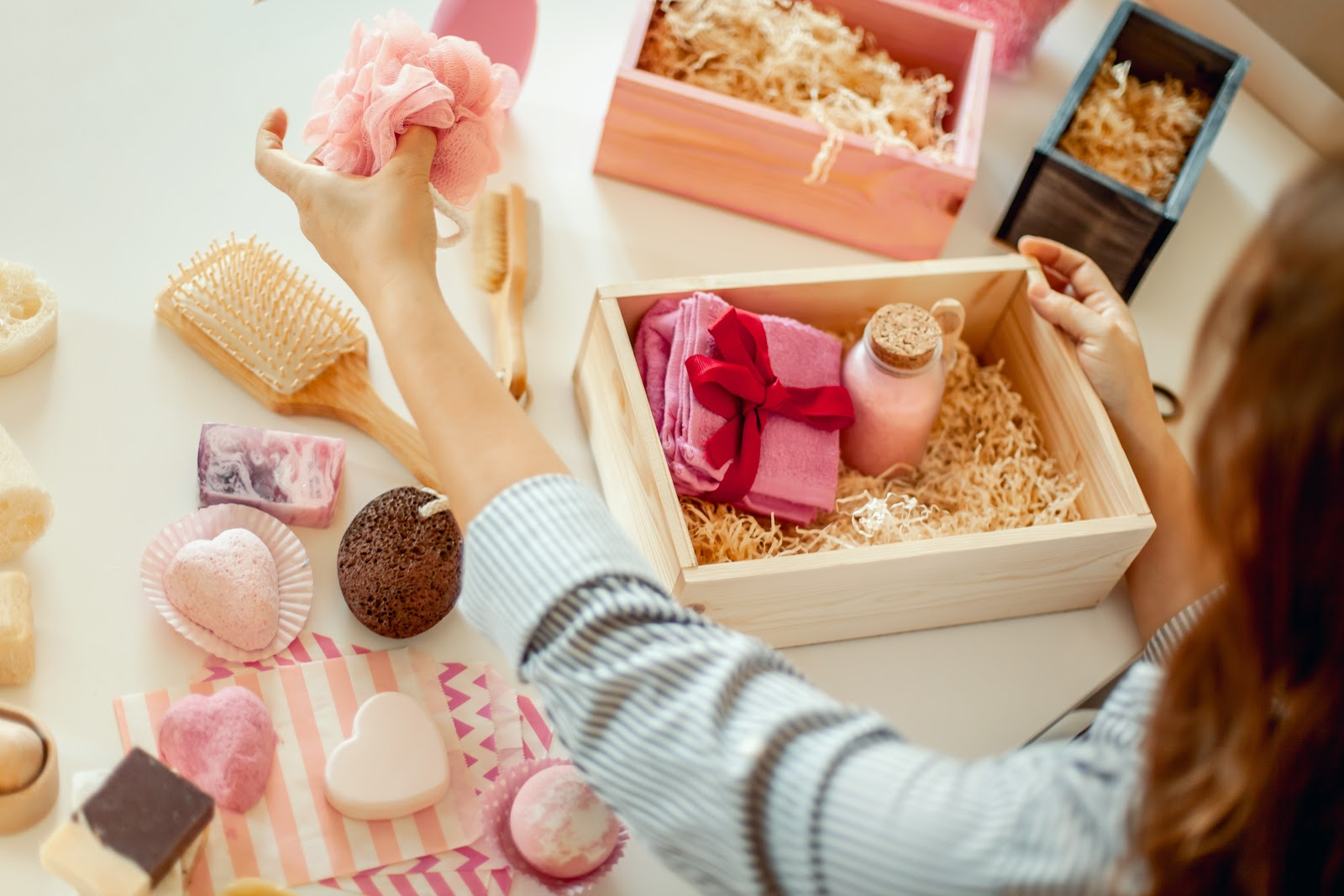 bridesmaid proposal ideas: Woman preparing gift boxes containing bath items