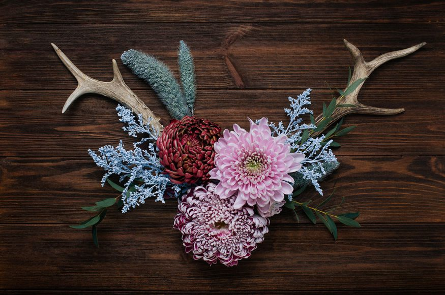 fall wedding decorations: antlers with floral arrangement