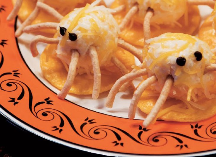 Halloween party food: cheesy spiders