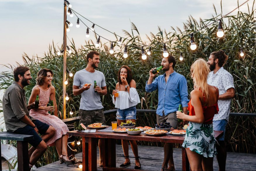 summer party ideas: group of friends in a party