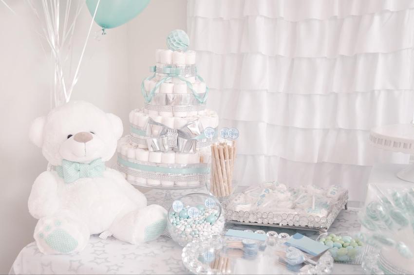 Baby shower ideas for boys: White and blue teddy bear theme