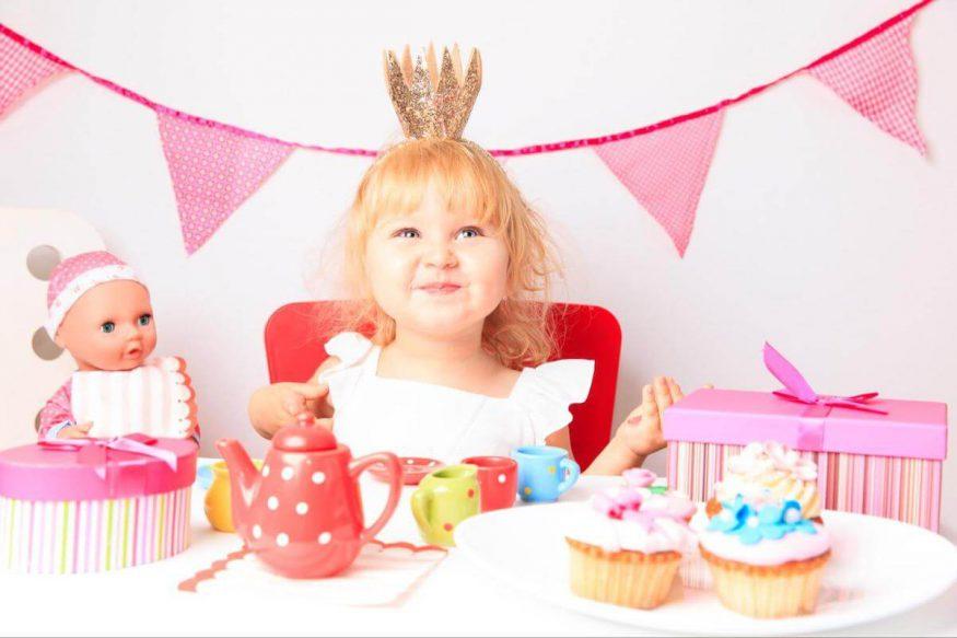 2nd birthday party ideas: kid wearing a tiara