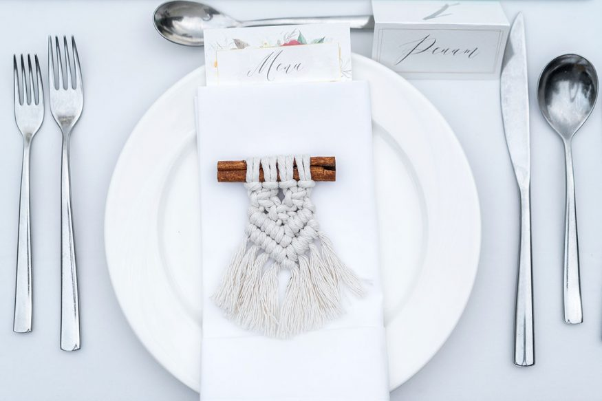 fall wedding decorations: plate with macrame rope and name card