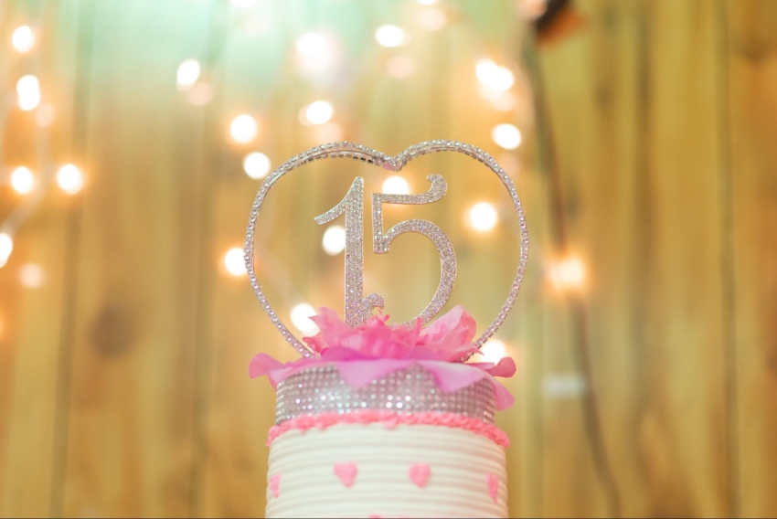 Pink and sparkly quinceanera cake