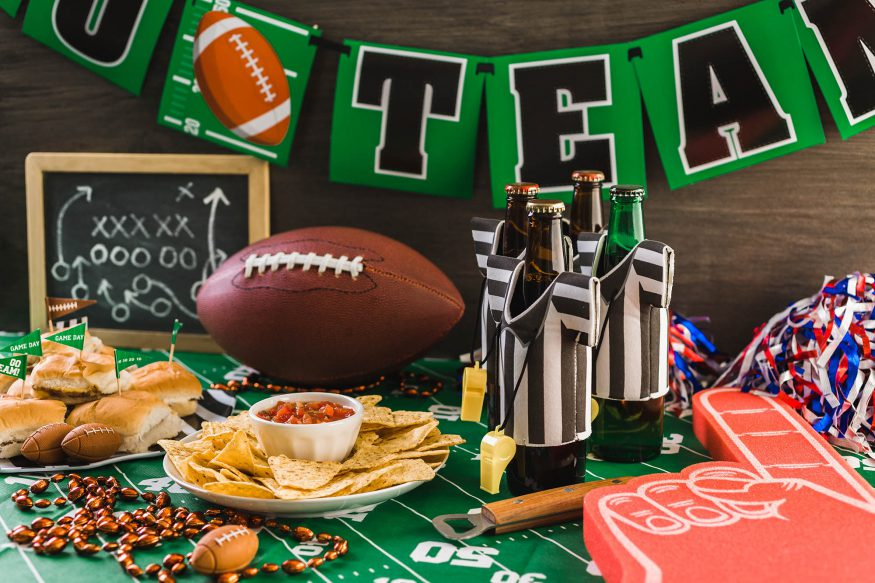 Super bowl party games: Football, nachos and drinks
