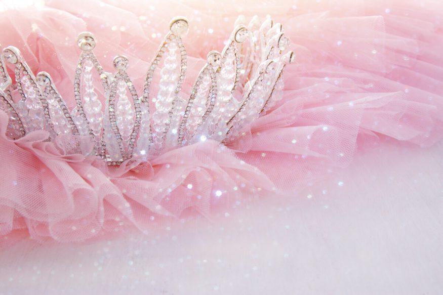 Princess party ideas: tiara on pink tulle